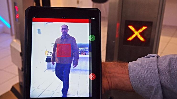 ВСША ваэропорту иметро протестируют управляемые искусственным интеллектом сканеры