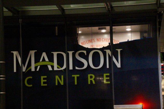 Amazon осенью запустит сеть магазинов без касс иочередей