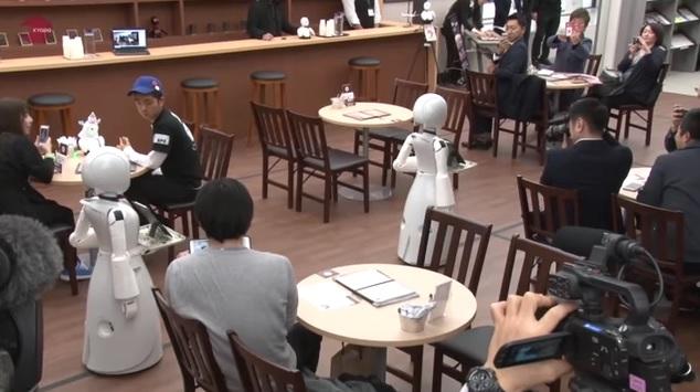 роботы в кафе