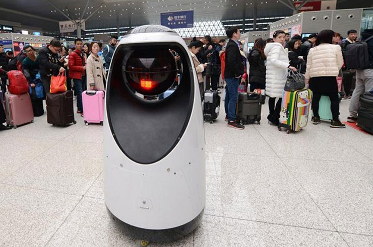Навокзале в КНР появился 1-ый робот-полицейский